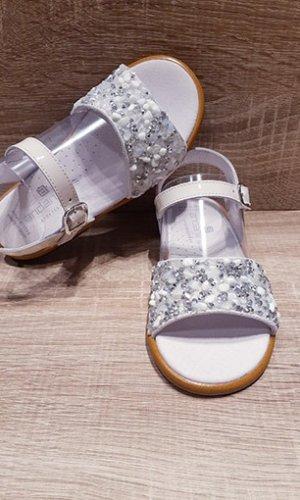 Sandalia de charol hielo